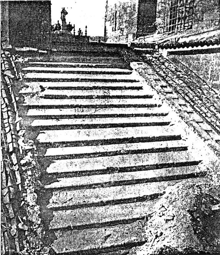 Fotografía del encuentro del cimborrio de la Catedral de Santiago de Compostela y la cubierta de la nave de 1965