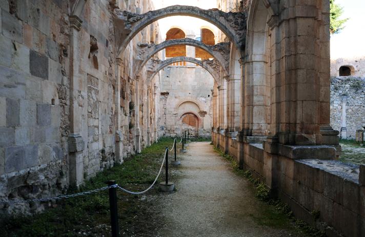 Claustro procesional del Monasterio de San Pedro de Arlanza en Burgos
